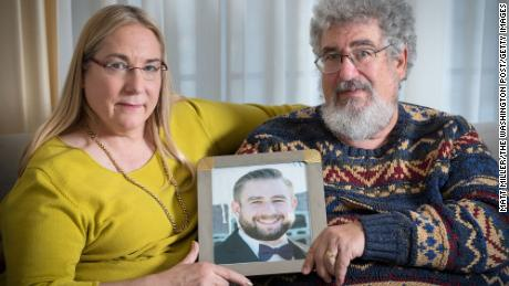 Fox News улаживает судебный процесс с семьей Сета Рича