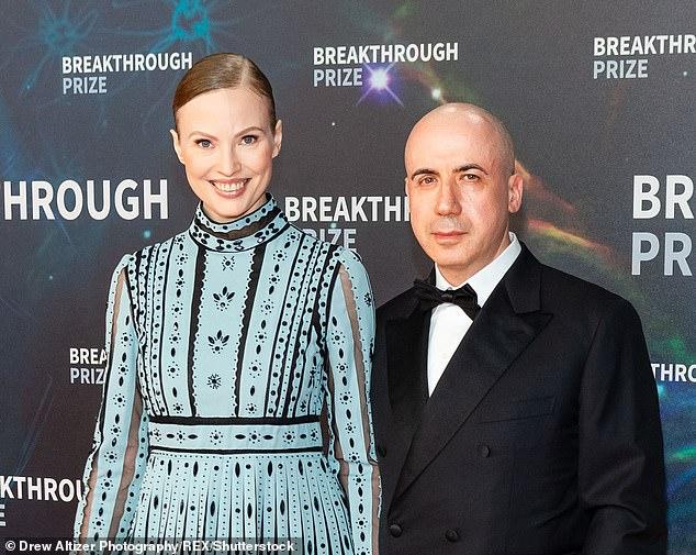 Коварный: Юрий Мильнер вместе со своей женой Юлией все еще будет владеть 615 миллионами фунтов стерлингов в компании